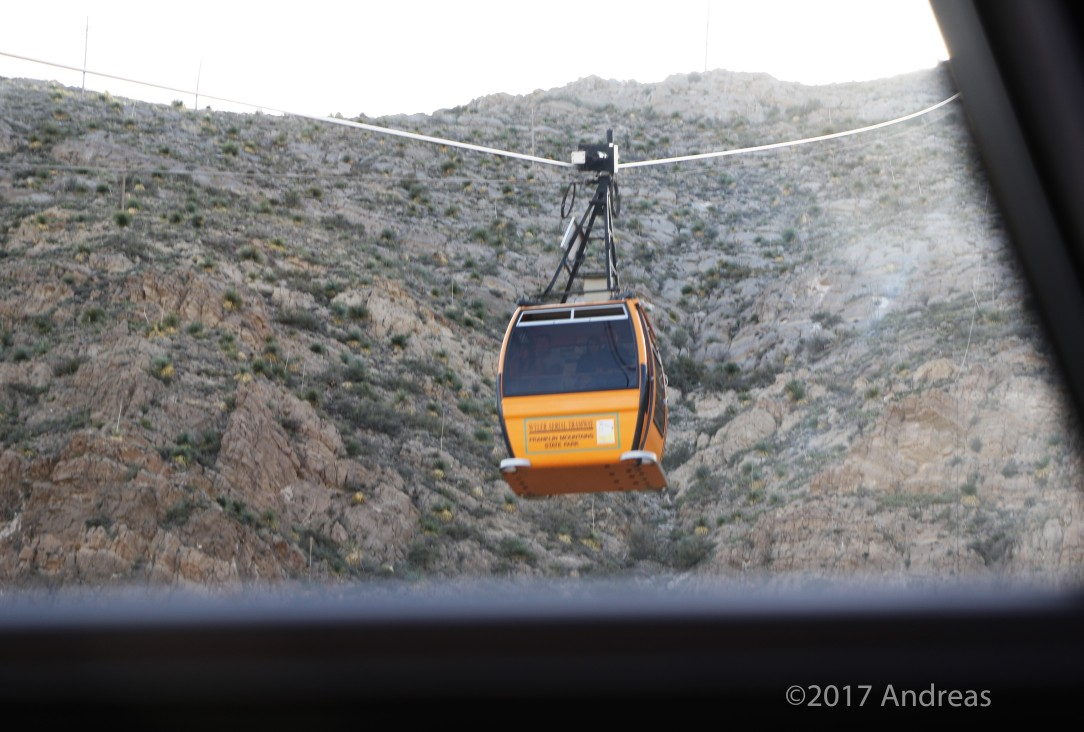 2F7A4977passing gondola going up