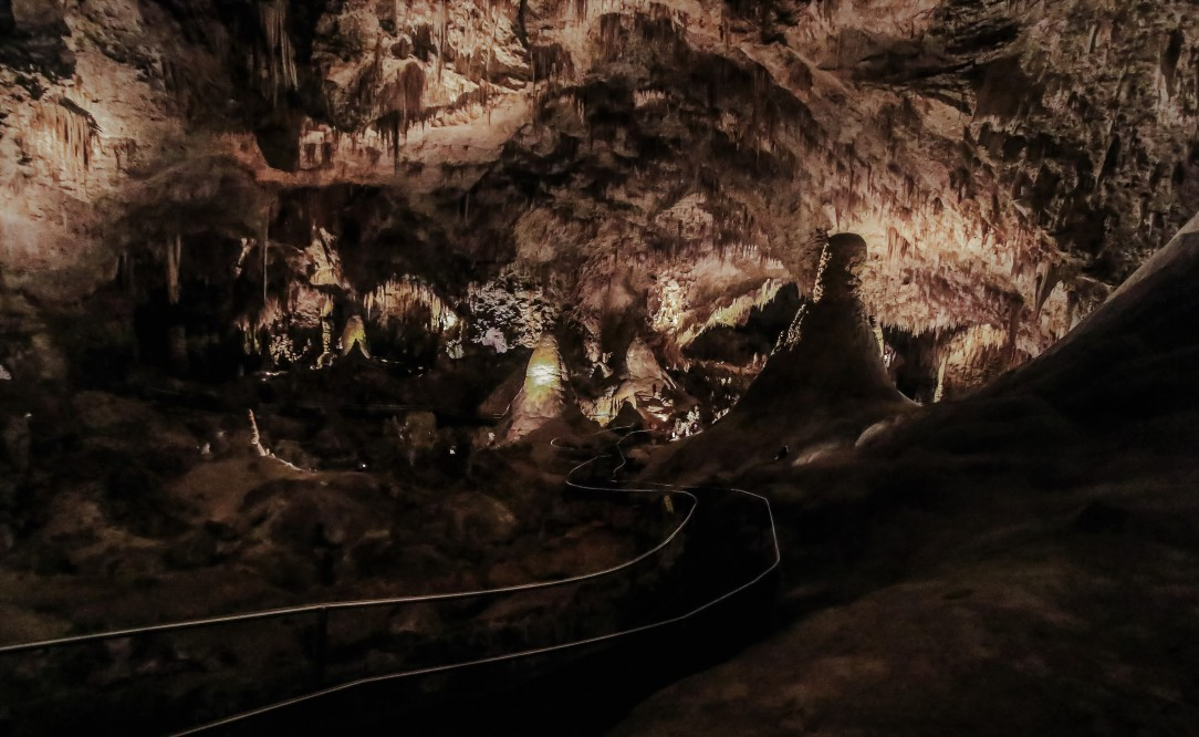 walking-trail-bottom-carlsbad-caverns